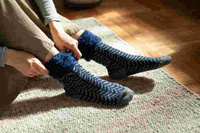 ルームシューズも良いですが、ルームシューズいらずの厚手のソックスを履くのもいいですよね。そんなおすすめルームソックスがフィンランドで生まれた「TOIVO」のもこもこソックスです*