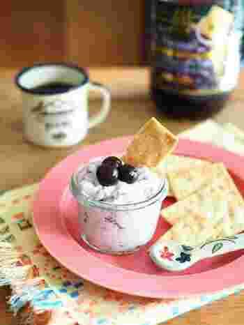 ブルーベリーには、ポリフェノール系のアントシアニンが含まれています。目に良いとされています。  サクサククラッカーに付けていただくと美味しいブルーベリーのスプレッド。マスカルポーネチーズの爽やかな味わいと、ブルーベリーの甘酸っぱさが美味しいですよ。