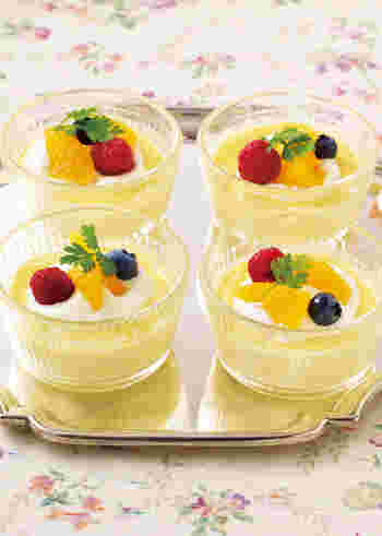 レンジで簡単に出来るフルーツプリン。オレンジの果汁を入れることで、爽やかな味わいのプリンをつくることができますよ♪
