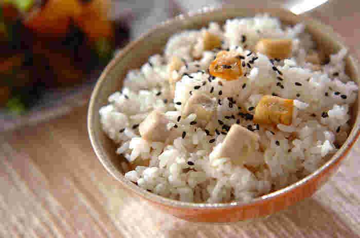揚げ里芋を使ったすこし珍しい混ぜご飯です♪簡単にできてしまう美味しい一品。 一度食べたらやみつきになるかも…?