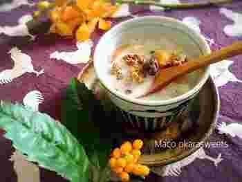 お水+豆乳のさらっと飲める珍しいお汁粉。お餅が無くても、おからパウダーやグラノーラをトッピングすればOKです。