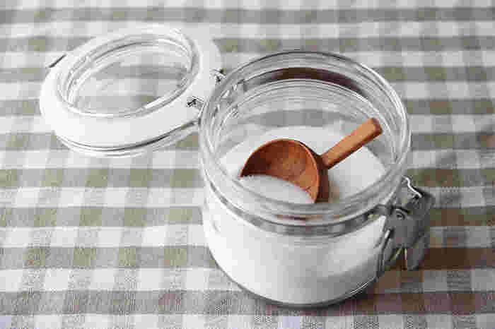 くびれの無いストンとしたシルエットの0.5L。お砂糖壺としてやスパイス入れに丁度いい。