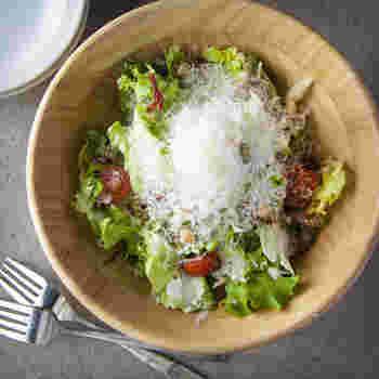 すりおろしてサラダや焼き野菜にかけるだけで見た目もオシャレに、コクのある味つけに。