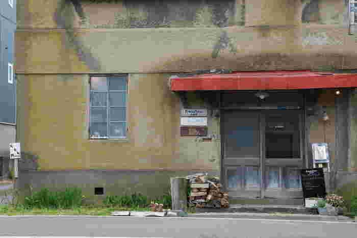 古くからある建物をカフェにリノベーションしたトランジスタカフェ。観光客だけではなく地元の人にも愛される人気のカフェなんですよ。