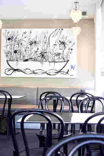 1918年に創業した日本最古のボート場「東京水上倶楽部」が運営しているカナルカフェプロデュースの「カナルカフェブティック」。外堀通り沿いにあるカフェでは、通りを眺めながらのひとときを過ごせます。  神楽坂の駅からは神楽坂通りをまっすぐ歩いて15分ほど。散策しながら訪れてみませんか?