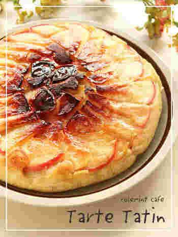 オーブンを使わなくても、フライパンでタルトタタンが作れます。フタをして、弱火でじっくりと仕上げます。これなら、簡単ですね。