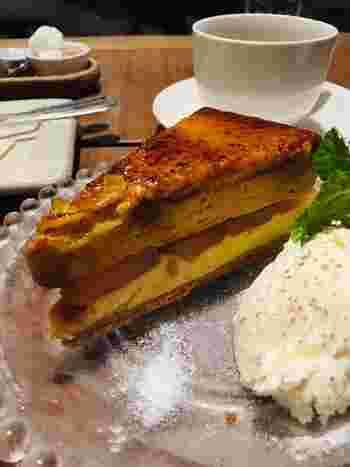 <ケーキセット>は、『チーズケーキ』(画像)、『紅茶の米粉シフォンケーキ』『フランボワーズのガトーショコラ』ほか。