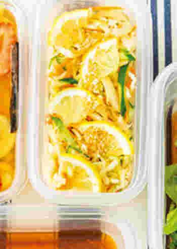 栄養価の高い切り干し大根を、さっぱりレモン風味にした副菜レシピ。  利尿作用効果が期待ができるキュウリと、ビタミン豊富なニンジンを合わせて、彩りもよく◎。他にもかいわれやトマトなどをプラスしても美味しそう。