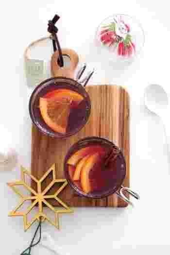 ホットサングリアは素材の香りがより一層楽しめる、冬にぴったりのドリンクです。赤ワインが苦手な方でも飲みやすいようりんごジュースを使用しています。