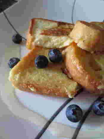 メープルシロップの代わりに、ジンジャーシロップをかけたフレンチトーストはいかがですか?朝食にすれば、キリッとした生姜の風味で身体も元気に目覚めそうです。