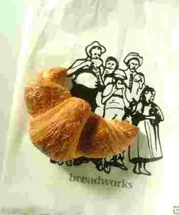 ちなみにパンを入れてくれる袋も、こんなにおしゃれ。コーヒーと一緒にパンをテイクアウトしてはいかがでしょう?