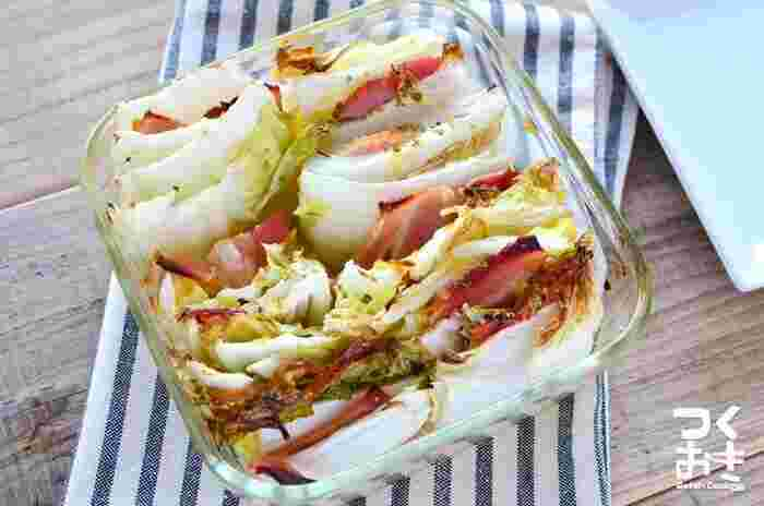 お弁当のおかずにも◎!白菜とベーコンを並べて焼くだけの簡単レシピ。オーブンで焼く時間を除けば、10分くらいで完成します。 白ご飯はもちろん、パンとの相性もよさそう♪冷蔵庫で5日程度日持ちするため、作り置きして朝ごはんのお供に利用するのもおすすめです。