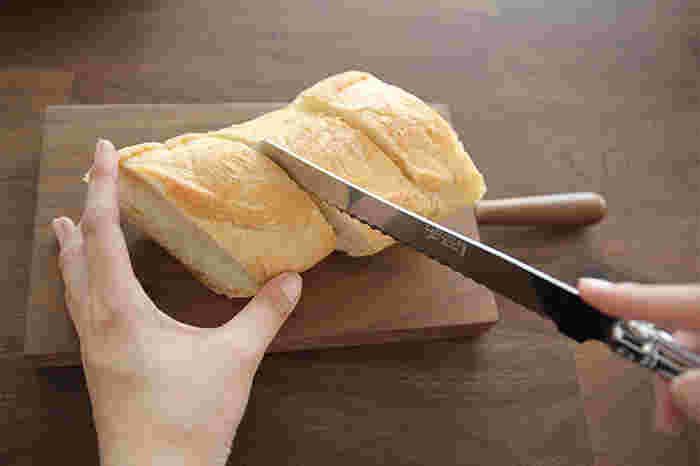 パンをつぶさずにカットできるブレッドナイフ。なめらかな使い心地で手放せなくなりそう♪
