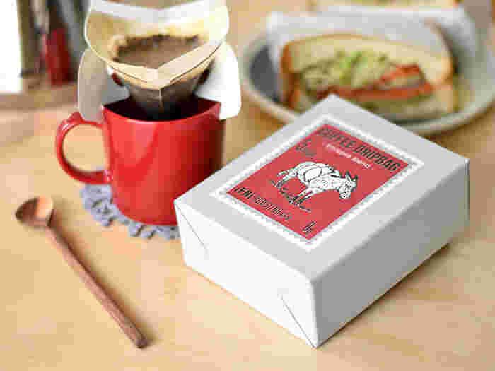 職場でよくコーヒーを飲んでいるという上司には、コーヒー豆よりもお湯を注ぐだけのドリップバッグが喜んで貰えます。「IFNi ROASTING & CO.(イフニ ロースティングアンドコー)」のコーヒードリップバッグはしっかりした箱に入っているので、そのままギフトとして渡せるのも魅力的なポイントですね。  770円(税別)