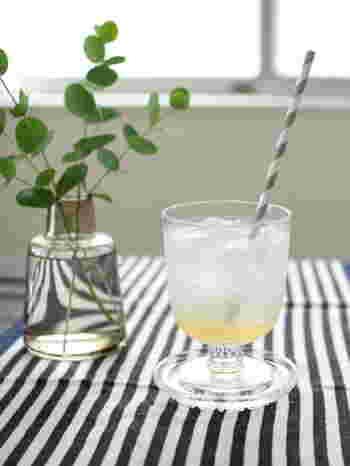ワインやブランデー、または普段の飲み物入れとして活躍するグラスにカラフェ。濁りのない透き通ったガラスの美しさとフォルムが魅力的ですよね。