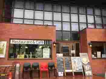 日光駅前の「かまやカフェ・デュ・レヴァベール」は、銀行をリノベーションした老舗カフェ。アクセスが良いので、旅行のスタートや締めくくりに立ち寄ってみませんか?