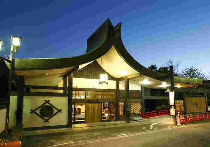 あの夏目漱石も愛したという老舗旅館。建物は時代を感じさせますが、中はリノベーションされていてとてもキレイ。