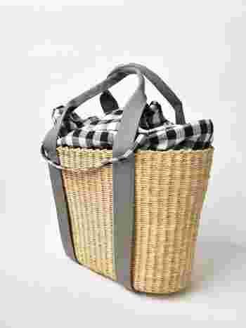 黒のギンガムチェックのインナーバッグの他に、生成りのインナーバッグも付いています。好みに合わせてコーディネートして。