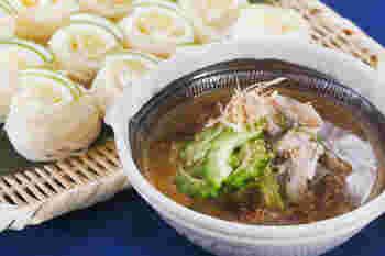 〆鯵が入った冷や汁は、焼いた味噌の香りが食欲をそそります。素麺は一口大に巻いてかぼすをのせると見た目も美しく、爽やかな香りで風味もぐんとアップします。