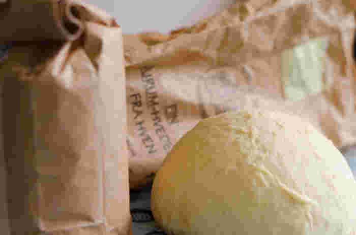 パスタの主な原料は小麦粉です。その中でもデュラムセモリナ粉という種類の小麦粉で作られることが一般的なんです。
