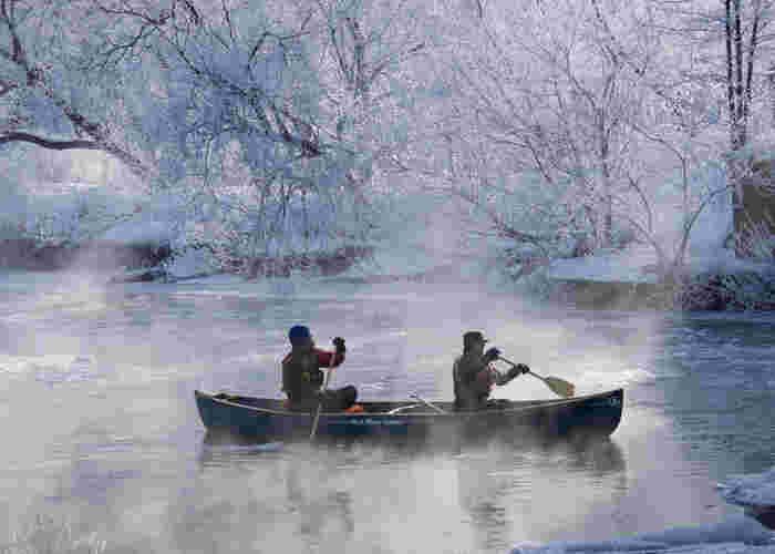 写真は、釧路川のカヌー。そのほかにも、支笏湖のカヌーもおすすめ。冬にはとくに湖水の透明度が高くなり、30m下まで見えるそうです。