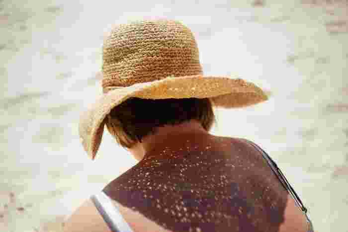 麦わら帽子と言っても、さまざまな色形がありますがお気に入りは見つかりましたか?今年の夏は、クラシカルなデザインのとっておきの帽子を見つけて、夏のスタイリングを楽しんでみてはいかがでしょうか?