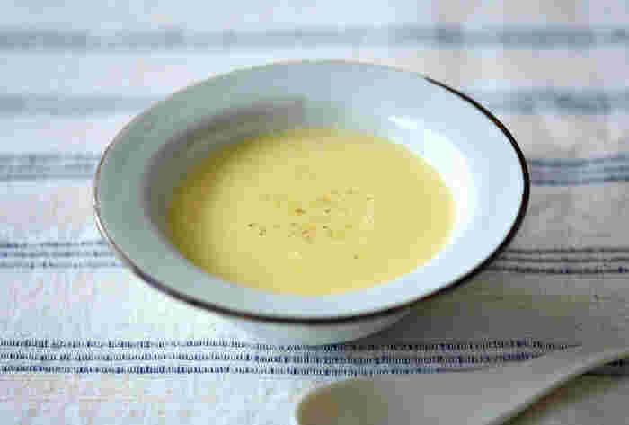ポタージュの王道、コーンポタージュ。温かいものが主流ですが、冷たく冷やして飲んでもおいしいですよ。こちらのレシピは、バターや生クリームの代わりに昆布だしを使った、ちょっぴり和風ですっきりとした味わいが特徴です。
