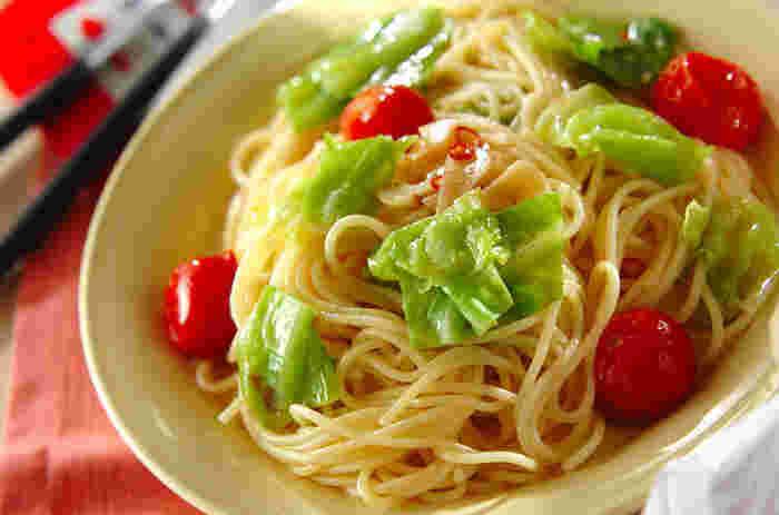 春キャベツは、柔らかくて、緑も濃いのが特徴ですね。そんな春キャベツをふんだんに使ったパスタ。アンチョビをほんの少し使ってコクも出し、野菜パスタとは思えない充実感です。