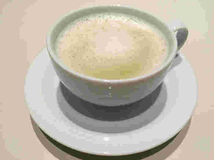 神南店と梅田店で使われているデンビーの食器はショップで購入することもできます。白いシンプルなデザインが素敵☆