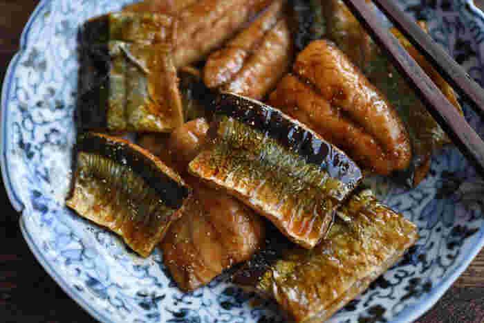 いまが旬の秋の魚、秋刀魚・秋鮭・戻り鰹・秋鯖。ほんの一時期だけ味わえる季節の味覚を、ぜひいろんなメニューで味わいましょう。脂ののった魚をシンプルな調理で堪能するもよし、魚のコクを生かして強めの味つけでパンチをきかせるもよし。秋の食卓が豊かになる、和洋レシピをご紹介します。