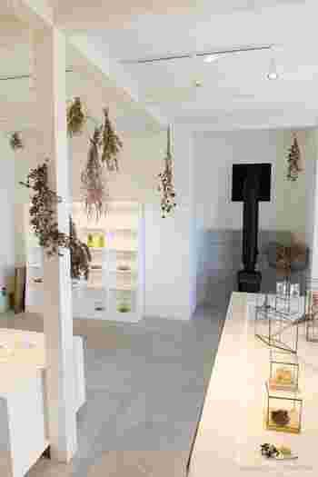 これまでに、レストラン棟などを担当した富山市の設計事務所・五割一分の「これまでの仕事展」、家具を担当したKAKIの「KAKI CABINETMAKER Exhibition」、発達障害のある子どもたちの絵画展『アール・ブリュット なつのやまのうえ展」などが開催されています。