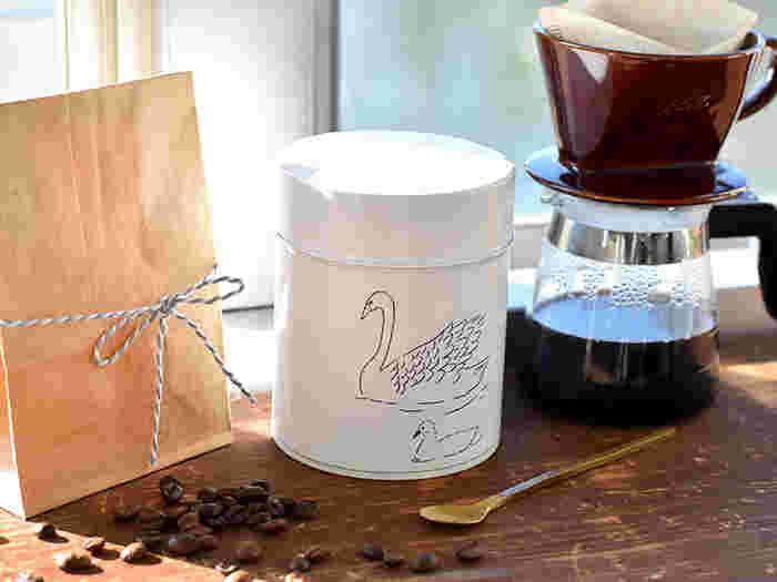 松尾ミユキさんのコーヒー缶  動物モチーフの缶は、ほのぼのとした雰囲気で、とっても可愛らしいですね♡