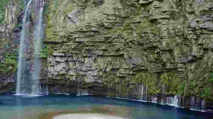 鹿児島県南大隅町の雄川上流にある「雄川の滝」は、NHKの大河ドラマ「西郷どん」のオープニングにも登場した今注目の滝です。