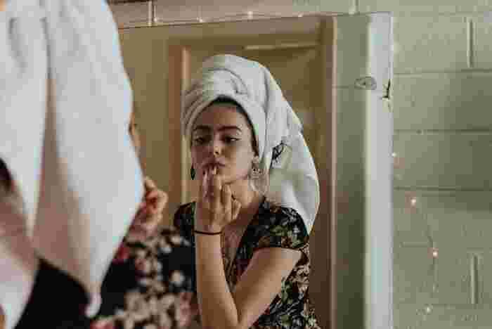 実は、ながらスキンケアは究極の時短術!ぜひ、生活の中に取り入れてみて。そして習慣にしてしまいましょう。特にシートパックは、手で化粧水を付けていた時より顔の隅々までケアすることができます。注意点としては、デイリーで使う場合、シンプルな成分が配合されている商品を選んでくださいね。