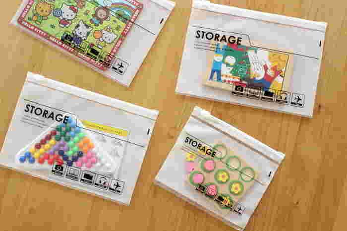 スライダータイプの小分け収納は、小さな文具や子どものおもちゃをしまっておくのにも役立ちます。子どもたちの持ち物には、シールやカード類、パーツの細かい玩具など、散らばりがちなものもいろいろ。こうして種類ごとにひとまとめにし、使ったら元の袋に戻すと決めておけば、一部だけどこかへ紛れてしまうことも減りそうです。