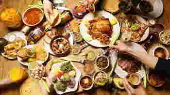具材を用意して、各自手巻き寿し感覚で、お好みのタコスに♪ 大人も子供もどの具材を巻こうかワクワクしながら、食べられる! 具材も簡単に作れるので、お料理の負担もなく一石二鳥ですよ。