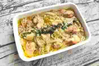 こちらは電子レンジで6分の超簡単レシピ。オリーブオイルとニンニクを使った、スペインの伝統料理アヒージョです。作り置きに便利で、おつまみにも最高。