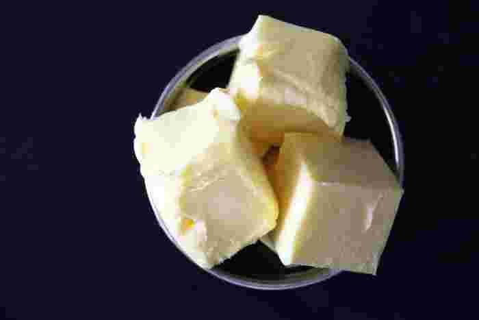 食べる前にバターを加えるとスープがグンと濃厚になります。塩気もバターが補充してくれるので、味がボヤッとしている時の最後のお助けに追加してみてください。