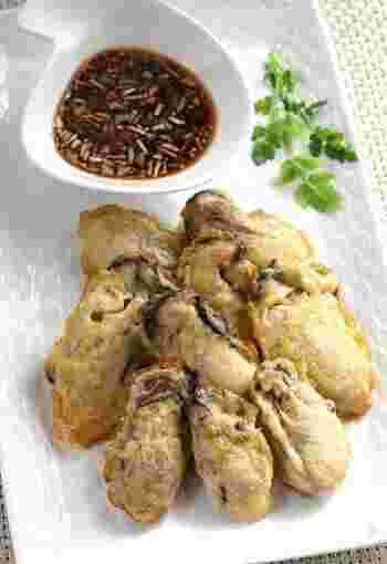 牡蠣に小麦粉と卵をまぶして焼く牡蠣のジョン。牡蠣の濃厚さに、卵のまろやかさがバランスよくなじみます。このほか、チヂミやスンドゥブなど韓国料理のメニューをそろえるのもいいですね。