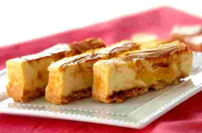 豆腐、クリームチーズ、そしてパイナップルの缶詰で作るヘルシーなお豆腐チーズケーキ。タルト生地は市販のものを使ってもOKです。混ぜて焼くだけの簡単スイーツレシピです。