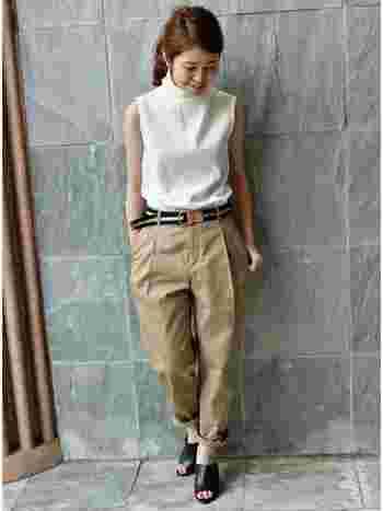 ファッションの色の組み合わせで、定番とも言える『白×ベージュ』。 一言で『白×ベージュ』といっても、そのバリエーションは様々。 今回は、夏にぴったりのコーデや秋に向けてまねしたいコーデなど、『白×ベージュ』のコーデを沢山ご紹介します。 ぜひ参考にしてみてください!
