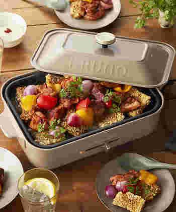 ホットプレートは調理は保温もでき、一度に調理できる量が多い、とても便利な調理器具です。使わない手はありません!そこで今回は、大人数で囲んで盛り上がれるようなオシャレなホットプレート料理レシピを紹介していきます。