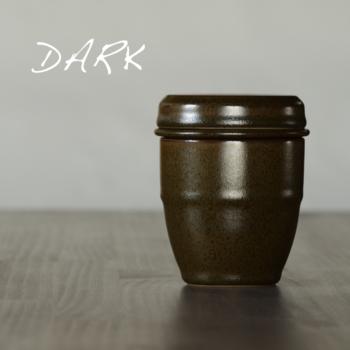 こちらは落ち着いた色合いの「Dark(ダーク)」。コーヒー豆のように深みのある色合いが魅力です。