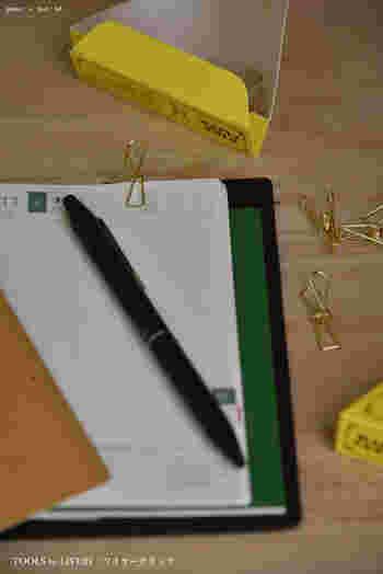 キュートなかたちのワイヤークリップは手帳の好きなページを開いておくのに重宝します。いくつか手帳につけておけば、書類整理もあっという間にできそうです。