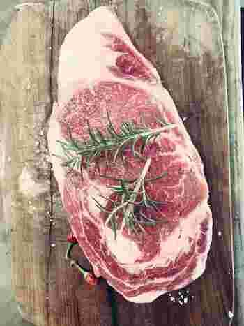 お肉や魚、ごはんやおかずなど冷凍保存できるものは冷凍しておくと長期保存ができて◎ポイントは小分けにしておくことで、必要なときに必要な分だけ解凍して使うことができます。
