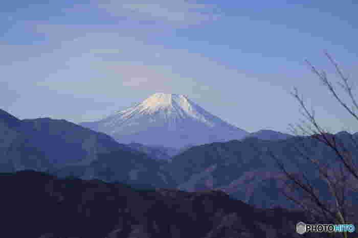 こちらは、高尾山からの眺めです。 富士山がこんなに美しく見えます!絶景に思わずため息がもれますね。