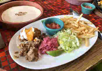 メキシコ料理を代表する、タコスもランチの人気メニュー。トルティーヤはお代わりできるので、具材の組み合わせを変えて味わってみてくださいね。