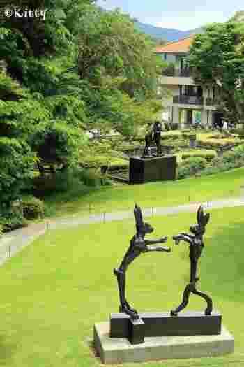 ここでは、7万㎡という広大な敷地内に点在しているアート作品を楽しむことができます。