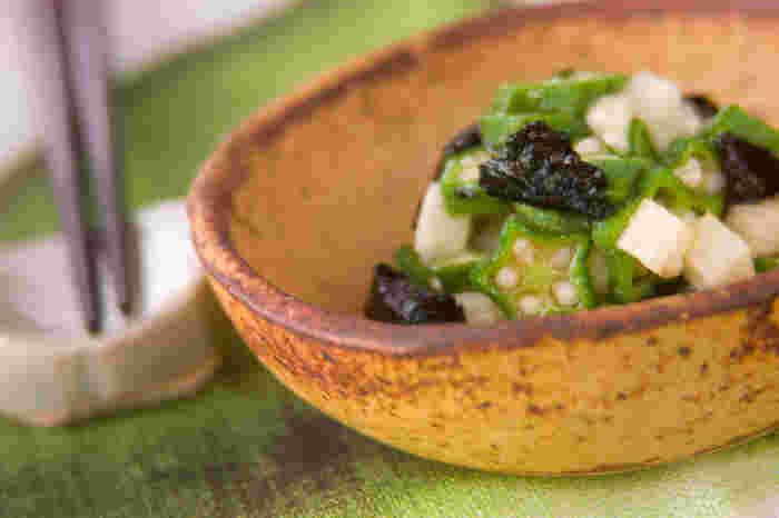 長芋とオクラのねばねば食材に海苔のいい磯の香りが合わさった、風味豊かで栄養抜群の和え物。それぞれの食材の持つ色合いもキレイなので、おもてなしの一品にもおすすめです。