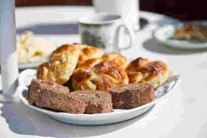 古くは数種類お茶菓子を用意してフィーカするのが正しい作法だったそうですよ。